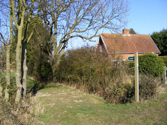 Footpath to Bunkers Hill Farm
