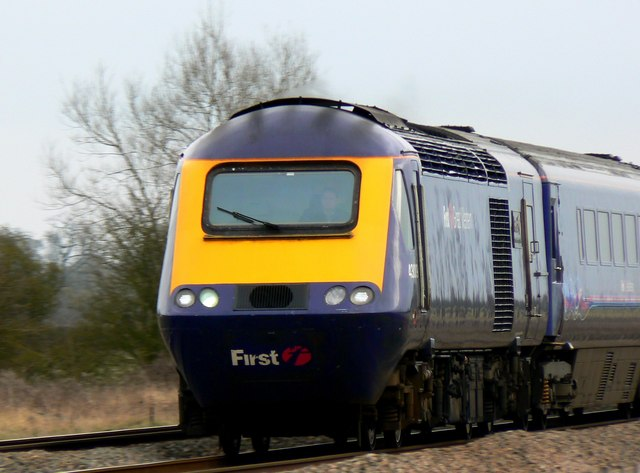 HST 125 (High Speed Train) going west near Shrivenham