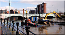 J3473 : Dredging the River Lagan, Belfast 2010/11 (138) by Albert Bridge