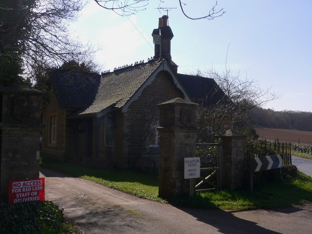 Lodge on Elstead Road south of Seale