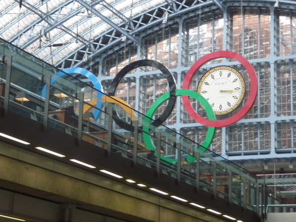 London: Olympic rings and clock, St. Pancras station