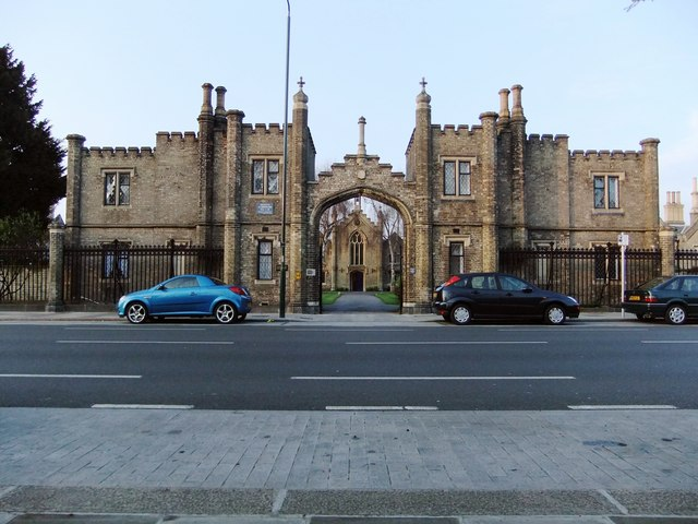 Hickey's Almshouses, Sheen Road, Richmond: gatehouse and chapel