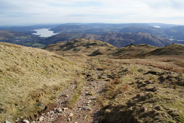The descent from Heron Pike towards Lord Crag