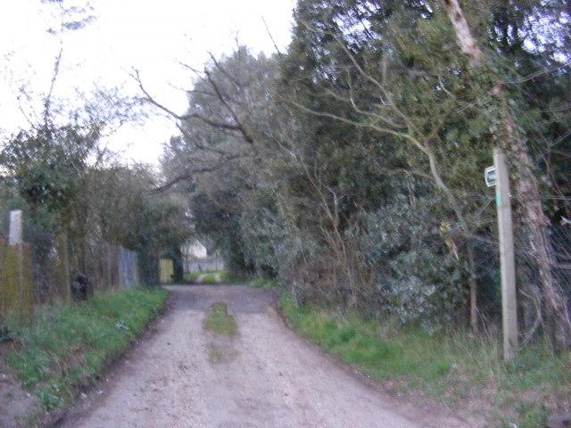 Footpath to St.Mary the Virgin Church & Glemham Road