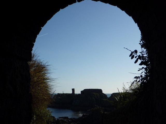 Coastal East Lothian : Early Morning View of Dunbar Castle