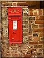 SP9207 : Victorian Post Box, Buckland Common by Linda Wordsworth