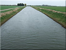 TF3516 : The South Holland Main Drain looking east from Coy Bridge by Richard Humphrey