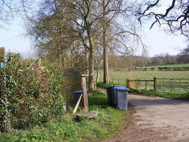Footpath to Low Road & entrance to White House Farm