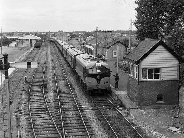 Train at Tullamore station