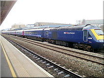 SU1585 : First Great Western train, Swindon station by Jaggery