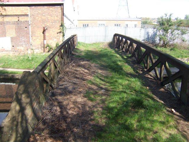 Tame Valley Canal - Crossing Jones Bridge