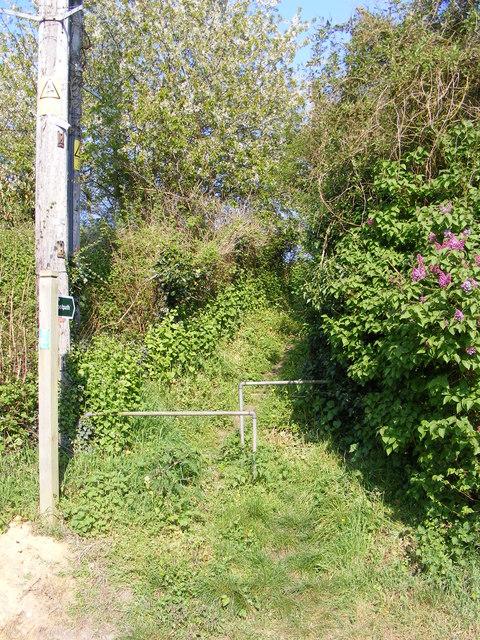 Footpath to Sweffling Grange