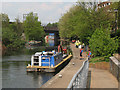 TQ3681 : Volunteer labour on the Regents Canal by Stephen Craven