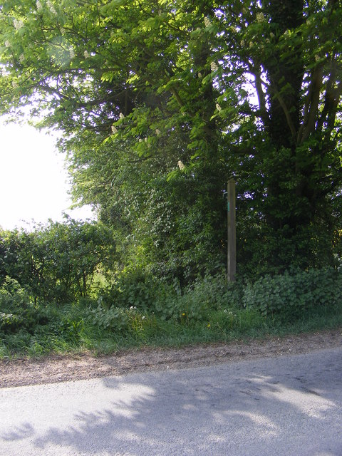 Footpath to Framlingham Hall & the B1116 Dennington Road