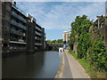 TQ2983 : Regent's Canal: approaching Gray's Inn Bridge by Gareth James