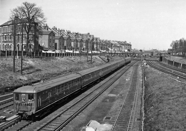 Waterloo - Alton/Portsmouth train west of Clapham Junction