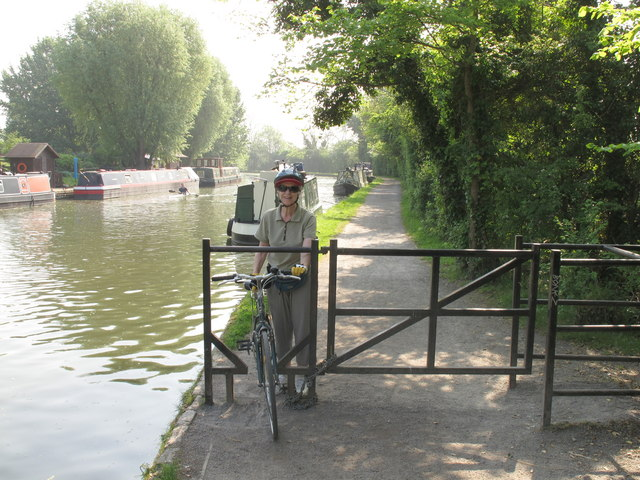 Barrier to allow cycle access on canal towpath