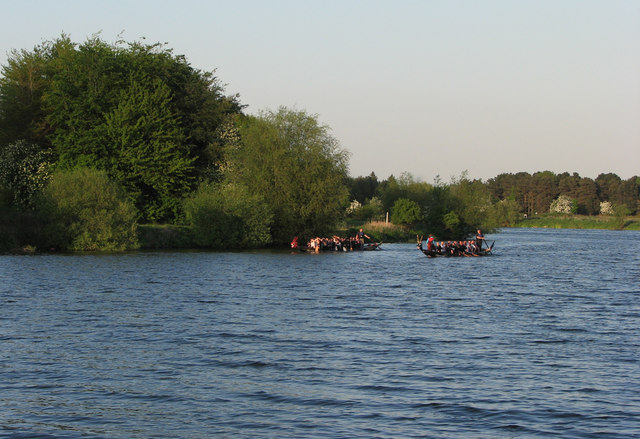Dragon boats on the Trent near Colwick