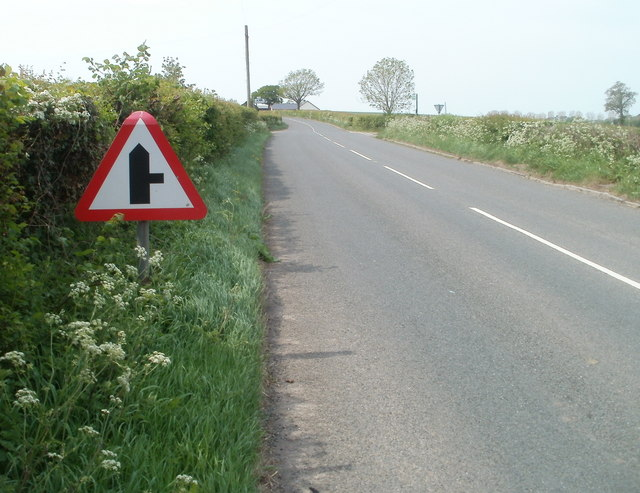 Road from Monmouth approaches turning for Dingestow