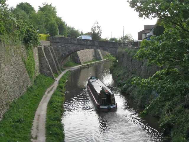 Richmond Hill crosses the Macclesfield Canal