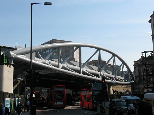 New bridge across Borough High Street