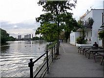TQ1977 : Towpath, North Bank of The Thames at Kew by Christine Matthews