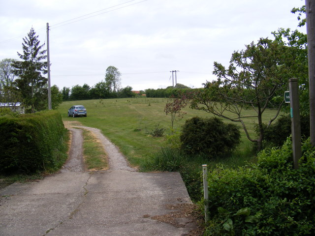 Footpath to Dallinghoo Road