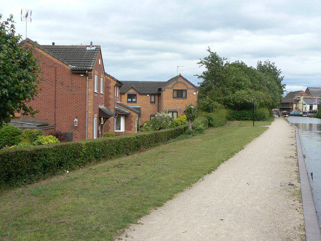 Housing by the canal