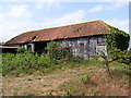 TM3558 : Barn off Beversham Road by Adrian Cable