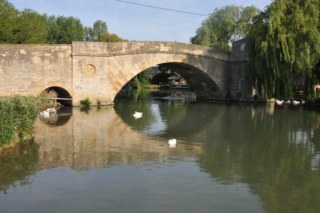Ha' penny Bridge, Lechlade