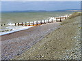 TQ9818 : Groynes, Broomhill Sands by Maigheach-gheal