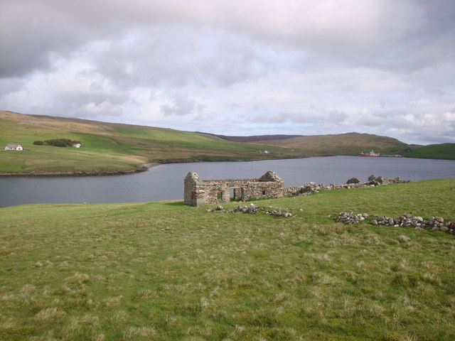 Abandoned croft house on the Ness of Queyfirth