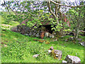 NG5039 : Slumbering shed by Richard Dorrell