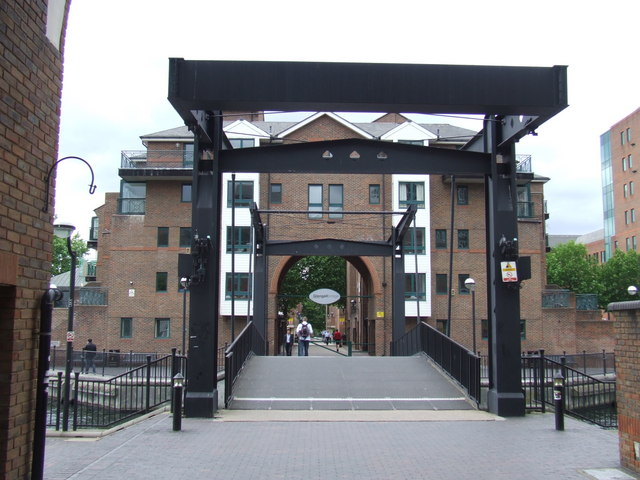 Glengall Bridge, Millwall Dock