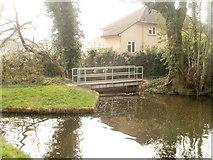 ST2896 : Canal footbridge near Beech Close, Cwmbran by Jaggery