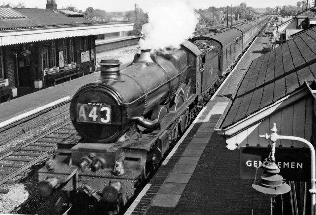 Down Hereford express passing Tilehurst station