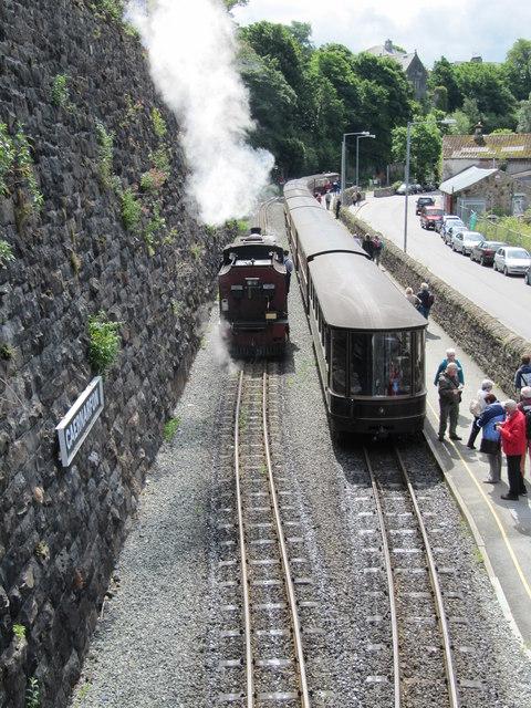 Passengers boarding the train at Caernarfon Station