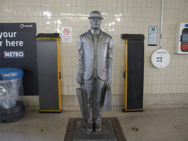 Commuter Statue, Birmingham Snow Hill Station