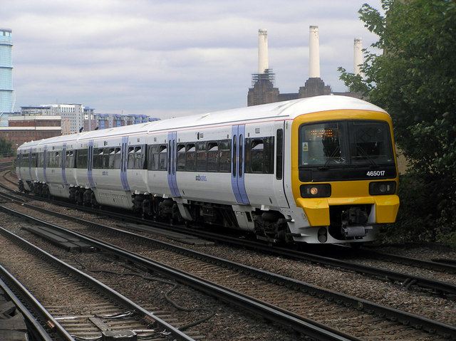 Southeastern Class 465 Electric Multiple Unit at Wandsworth Road Station