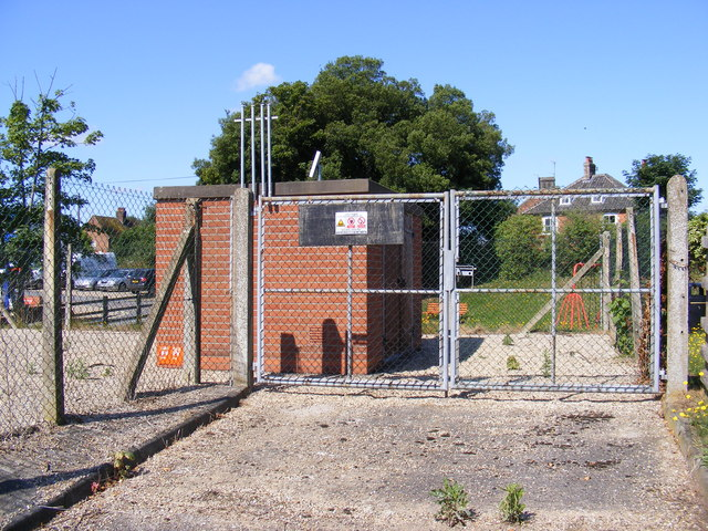 Electricity Sub-Station off New Cut