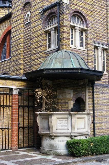 Christchurch, Brixton Road: external pulpit