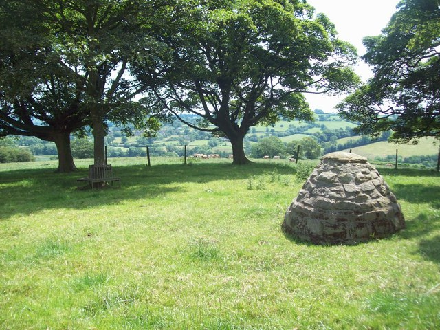 Cairn near Tinkerley Farm