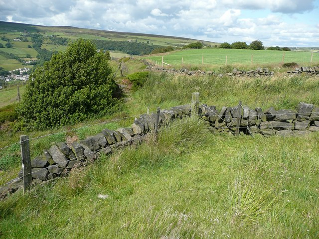 The advertised line of Hebden Royd Footpath 59 at Stake Lane