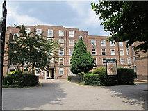 TQ2775 : The Clapham Estate by Stephen Craven