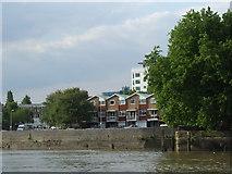 TQ1977 : Thames bank at Kew by Malc McDonald
