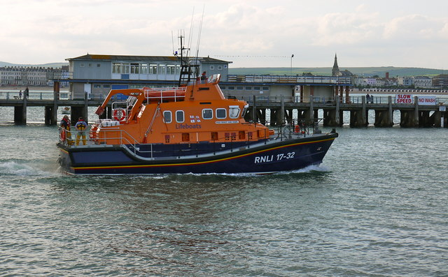 Weymouth lifeboat passing the Pleasure pier