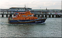 SY6878 : Weymouth lifeboat passing the Pleasure pier by sue hogben