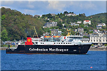 NM8529 : Lord of the Isles enters Oban by The Carlisle Kid