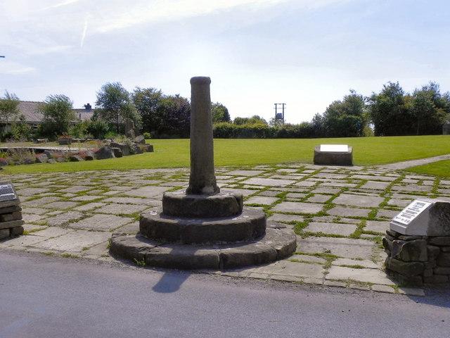 Affetside Cross and Millennium Green