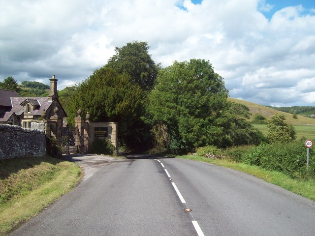 B6001 Entrance to Hassop Hall